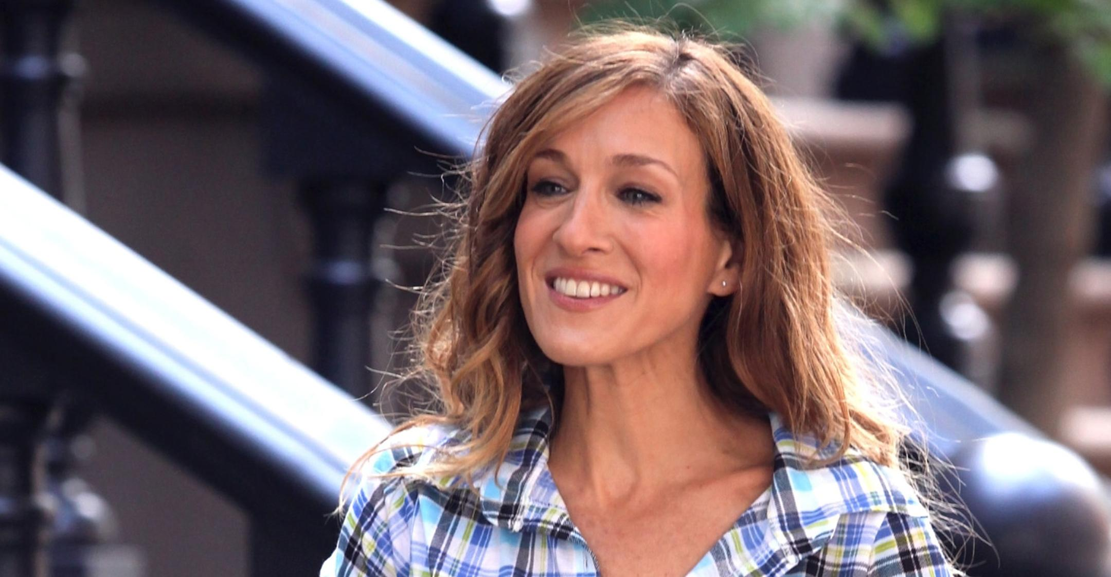 sarah jessica parker reveals production on sex and the city sequel kicked off