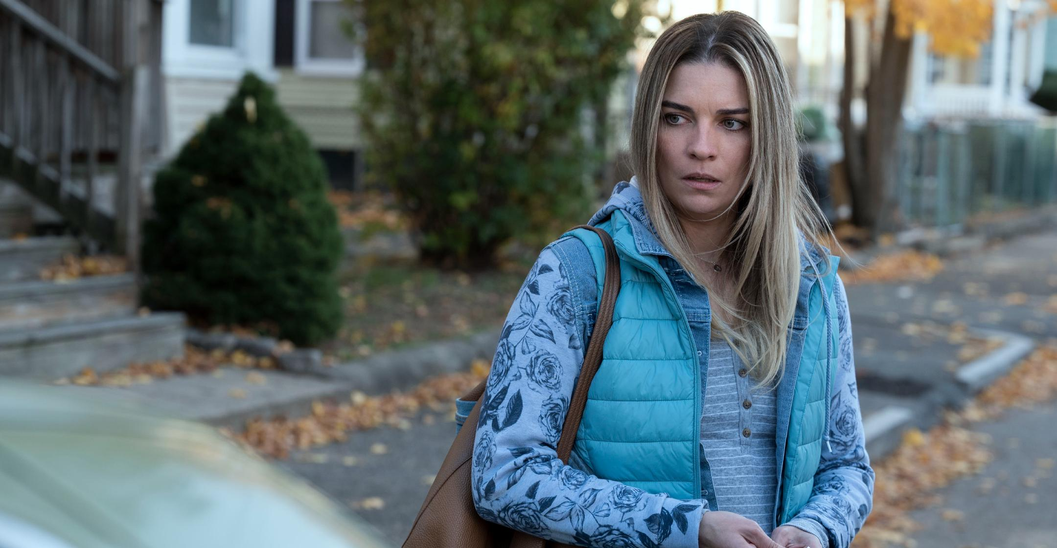 annie murphy took gritty role in kevin can f himself to prove she could do something different