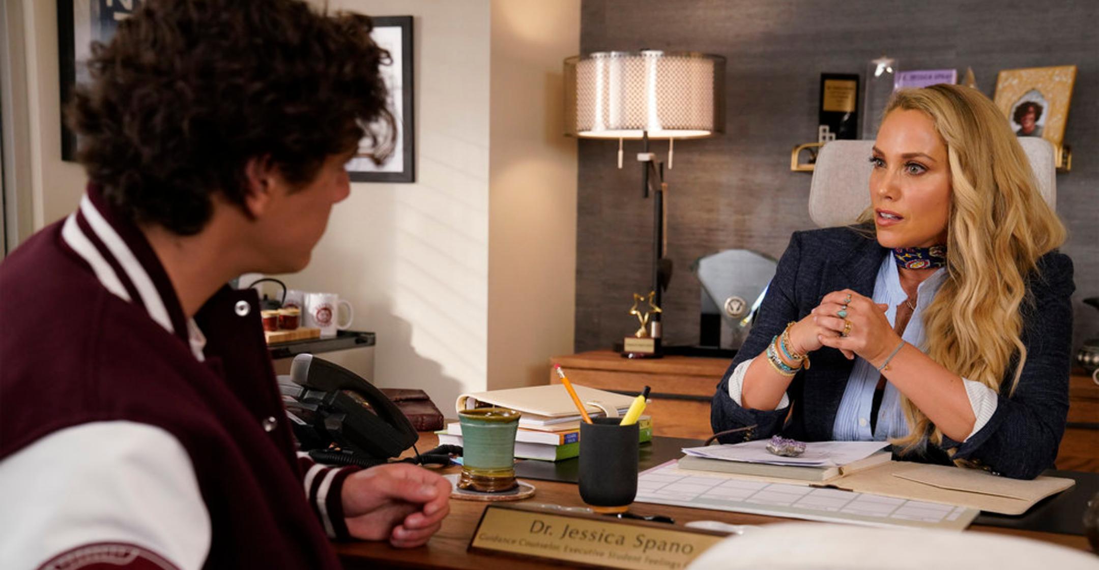 elizabeth berkley season  saved by the bell reboot includes fun twists potential romance