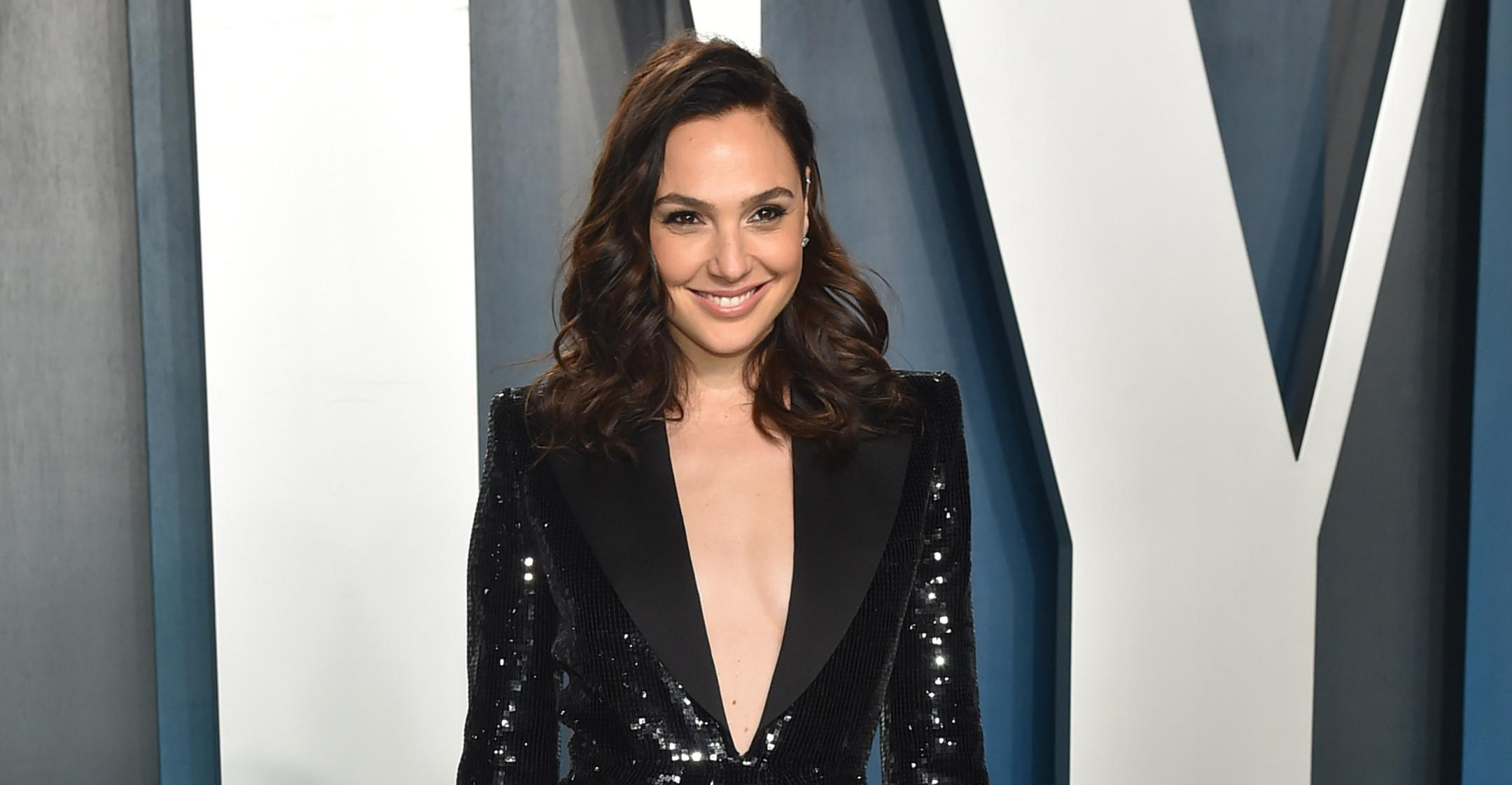 meditation and mediterranean diet are keys to helping gal gadot feel her best